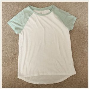 Girls old navy relaxed fitting basic T-shirt